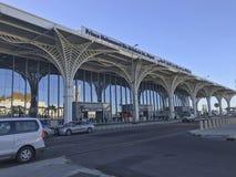 Zewnętrzny architektura widok niedawno uzupełniający książe Mohammed kosza Abdulaziz lotnisko międzynarodowe w al madinah, Arabia zdjęcie royalty free
