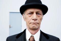 Zewnętrzny headshot starszy mężczyzna z kapeluszem Zdjęcia Royalty Free