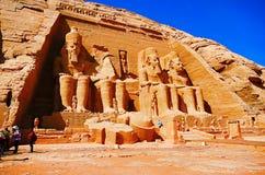 Zewnętrzny widok świątynia dedykująca Pharaoh Ramsesses 2 bliźniacze świątynie oryginalnie rzeźbił z zbocza góry podczas obrazy royalty free