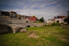 Zewnętrzny widok antyczny rzymski Amphitheatre w Durres, Albania obraz royalty free