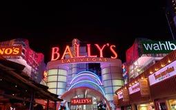 zewnętrzny widok Bally&-x27; s hotel w mieście Las Vegas, Nevada przy nocą obraz royalty free
