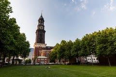 Zewnętrzny widok baroku St Michaelis kościół w Hamburg Fotografia Stock