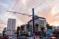 Zewnętrzny widok i budynki korporacyjni, pieniężni i ruch drogowy Zdjęcie Royalty Free