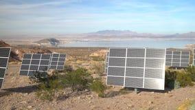 Zewnętrzny widok Jeziorny dwójniaka gościa centrum i ich panel słoneczny zbiory