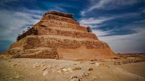 Zewnętrzny widok kroczyć ostrosłup Zoser, Saqqara, Egipt zdjęcia royalty free