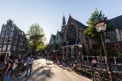 Zewnętrzny widok Oude Kerk kościół w centrum miasta Amst Obraz Stock