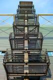 Zewnętrznie metali schodki Zdjęcia Stock