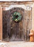 Zewnętrzny Drewniany Entryway w Santa Fe, Nowym - Mexico Obrazy Royalty Free