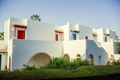 Zewnętrzny hotel w Greckim stylu na morzu egejskim, Zdjęcie Royalty Free