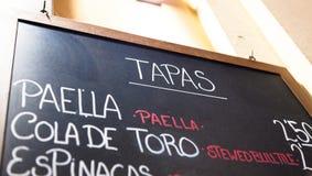 Zewnętrzny menu kartel w Barcelona, Hiszpania - Obraz Stock