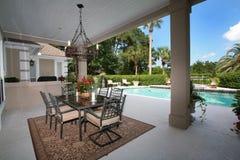 Zewnętrzny patio z basenem Zdjęcia Royalty Free