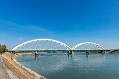 Zezeljbrug over Donau in Novi Sad stock afbeelding