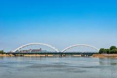 Zezeljbrug over Donau in Novi Sad stock afbeeldingen