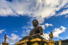 Zgłębia w górę widoku pozłocisty złocisty Buddha Dordenma obraz stock