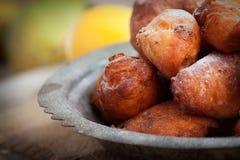 Zgłębiam smażył fritters donuts Fotografia Royalty Free