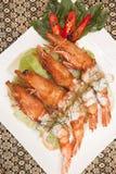 Zgłębiam smażył krewetki z Tajlandzkim currym. Obraz Royalty Free