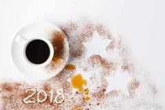 Zgłasza po przyjęcia nowy rok 2018 z kakaowym proszkiem i kawą Obraz Royalty Free