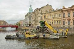Zgromadzenie dla czyści gruzów od rzek i kanałów Obraz Stock