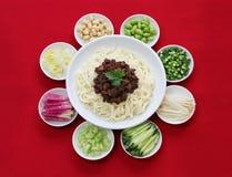 Zha mian jiang (Pekingstil) Arkivfoto
