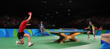 Zhang Jike che gioca ping-pong ai giochi olimpici a Rio 2016 Fotografie Stock