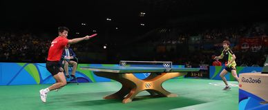 Zhang Jike jouant le ping-pong aux Jeux Olympiques à Rio 2016 Photographie stock libre de droits