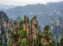 "Zhangjiajie as montanhas do ""Avatar"" na província de Hunan em China Foto de Stock"