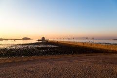 Zhanqiao-Pier bei Sonnenaufgang, Qingdao Stockfotos