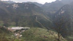 Zhaotong stad, lodisar för skarp smak för cun för huggtand för cha för Yunnan provinceLiu XI Xiang henne turist- område, stad för lager videofilmer