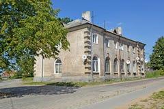 ZHELEZNODOROZHNY, RÚSSIA A casa de apartamento da construção alemão na rua de Kommunisticheskaya Fotos de Stock Royalty Free