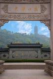 Zhenjiang Jiao Shan Dinghui Temple båge Arkivfoto