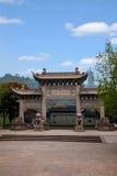 Zhenjiang Jiao Shan Dinghui Temple båge Royaltyfria Foton