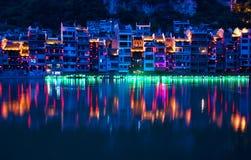 Zhenyuan forntida stad på den Wuyang floden i det Guizhou landskapet, Kina arkivfoton