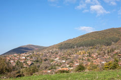 Zheravna 村庄是保加利亚全国复兴期间一种建筑储备(第18和19世纪) 库存照片