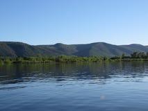 Zhigulibergen en de Volga Rivier in de zomer Royalty-vrije Stock Foto