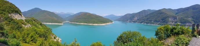 Zhinvali-Reservoir nahe Ananuri-Schloss, Georgia stockfoto