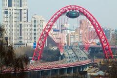 Zhivopisny桥梁是一座缆绳被停留的桥梁 库存照片