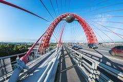 Zhivopisny桥梁是缆绳被停留的桥梁那条间距莫斯科河 免版税图库摄影