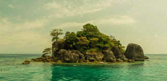 Zhivopistnyj desert island at ocean Royalty Free Stock Images