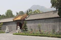 Zhongyue tempel i den Dengfeng staden, centrala Kina Royaltyfria Bilder