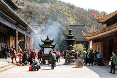 Zhoushan Kina - May 25 2016: buddha tempel under den vanliga dagen Royaltyfria Bilder