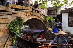 Zhouzhuang en China se conoce como la Venecia del este fotos de archivo