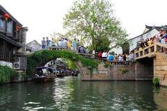 Zhouzhuang en China se conoce como la Venecia del este Imagen de archivo