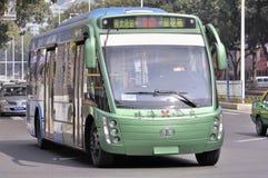 Zhuhai, bus pieno-elettrico in città fotografie stock libere da diritti