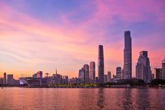 Zhujiang nieuwe stad met zonsonderganggloed Royalty-vrije Stock Afbeelding