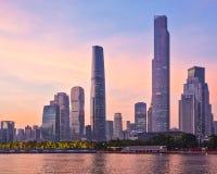 Zhujiang nieuwe stad na zonsondergang Stock Afbeelding