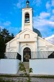 ZHUKOV, RUSSIA - GIUGNO 2016: Il tempio in onore dell'icona Vladimir della madre di Dio e di St George il vittorioso fotografia stock