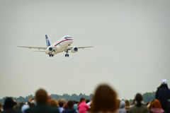 Zhukovsky,莫斯科地区,俄罗斯- 2009年8月24日:SSJ-100是一架现代地方喷气式客机在MAKS-2009 免版税库存照片