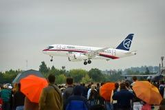 Zhukovsky, Moskau-Region, Russland - 24. August 2009: Das SSJ-100 ist ein modernes regionales Passagierflugzeug an MAKS-2009 Lizenzfreie Stockfotos