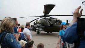 Zhukovsky, Rusland - Juli 24 2017 Russische zware multifunctionele vervoerhelikopter Mi 26 bij internationale ruimtevaart toont stock video