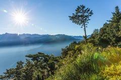Zhushan bergskedja i morgon Arkivbilder